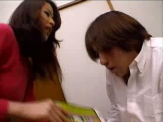 日本語 叔母 helped nephew けいれん 上の ポルノの magazine ビデオ