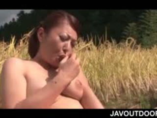 Diwasa asia hottie kurang ajar herself with a toy on a field