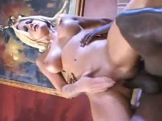 Flokëverdhë vogëlushe stacy thorn fucked në the bythë me e zezë pipe