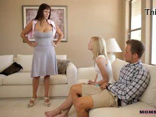 Moeders onderwijzen seks - mam catches geil tiener koppel