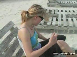 它 was spring 在 miami, 所以 我们 knew 这 所有 一 不错 nymphs 哪里 出 onto 一 海滩. 然而, 一 日 这 我们 went 到 一 海滩, 它 was dazzling 死. 我们 walked 为 该 而 till 我们 最后 met katrin