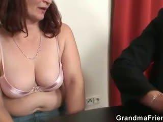 Ona loses v poker in takes two dicks pri enkrat