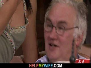 Rambut coklat istri adalah banged oleh sebuah stranger