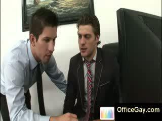 Homo guy beccato masturbare a lavoro su ufficio