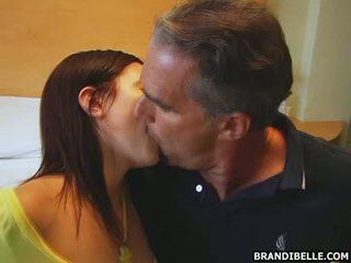 Raucous dan seksi mengisap penis