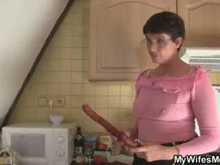 Mesum mother in law seduces him