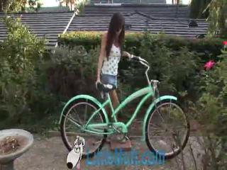 April oneil screws the bike! pievienots 02 18 2010