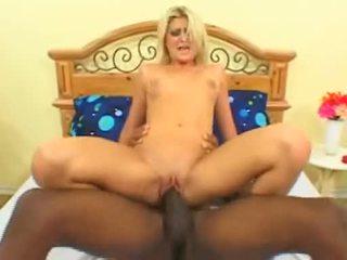 Blond floozy stacy thorn fucks kjærlighet tunnel på stor svart kuk før getting facial