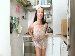 Evelina modele guzhinë spermë në the njësi