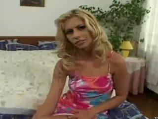 Melanie silver në një fabulous treshe