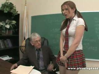 Õpilane fucks jälk vana õpetaja kuni pass klass