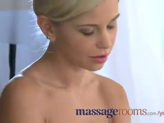 Massage rooms mature lesbienne has une filthy encounter avec jeune blonde ado