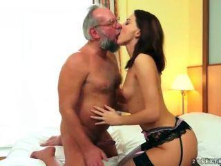 Carina giovanissima goditi sesso con nonno