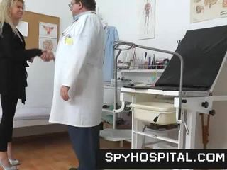 A hidden kamera sa loob a gyno clinic