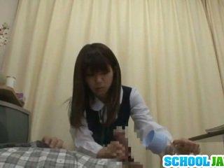 Erotický youthful vnútri školské uniforma bonking shaft