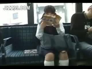 תלמידת בית ספר seduced רגל מזוין על ידי geek ב אוטובוס