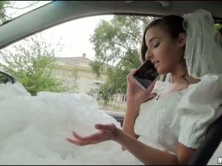 Runaway ब्राइड amirah adara सेक्स में एक कार