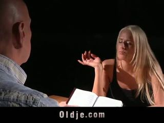 Oldje: chelsey lanette banged 로 an 늙은 bald 사람
