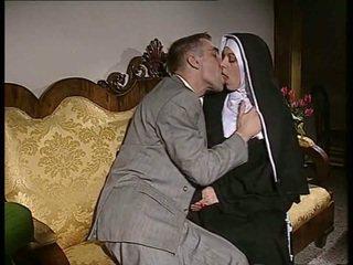 Malu biarawati gets dia bokong kacau dan muka spermed