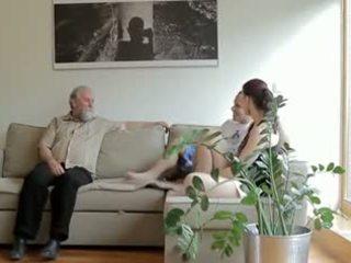Kısa saç eski adam fucks son's i̇sveç