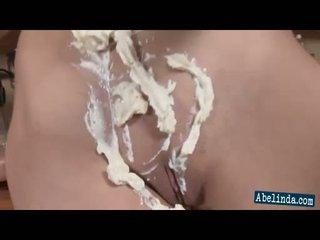 섹시한 젊은 abelinda smothers 그녀의 가슴 과 twat 에 cream 과 frigs 그녀의 음핵