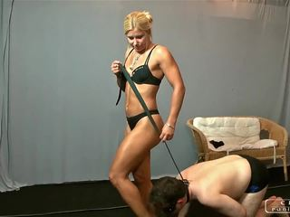 Armpits, hands, soles, göt worshipping with lady zita