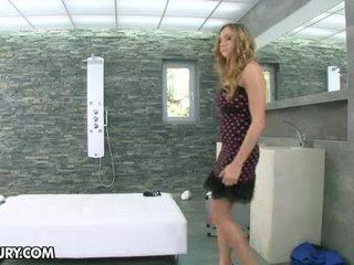 Lustful блондинки мадама getting чукане в на душ
