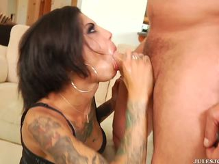 Divje analno penetration in obrazno za tattooed bonnie rotten.