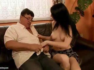 Nemravné násťročné jebanie takmer starý otec