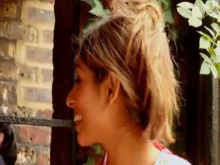 Warga british perempuan tak senonoh sahara knite gets fucked oleh yang bbc