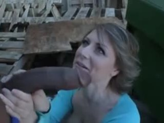 Poilu mature dumpster rat loves interracial anal