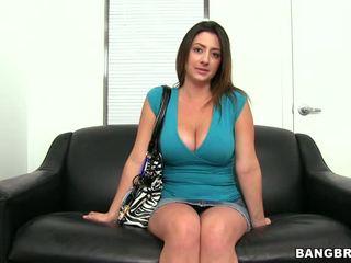 角質 ブルネット ファック と gets 彼女の 顔 covered で 精液 ビデオ