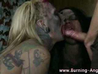 Emo punk rocking fetisj zombie sluts