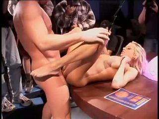 Briana banks bent hơn một bàn getting cô ấy mưa quái aperture slammed với khổng lồ coc