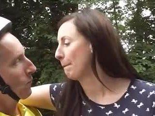 Британка зріла loving велосипед goes анал