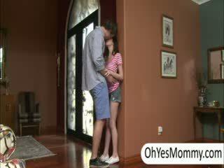 Victoria z boyfriend gets przyłapani przez niegrzeczne krok mama alexandra