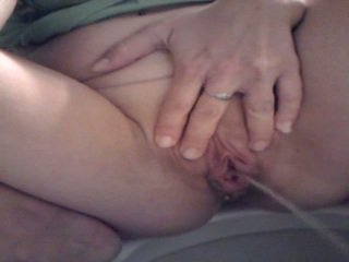 Piss: besar labia besar pee 1