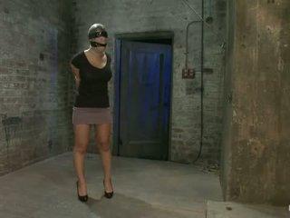 Dievča od hawaii walks do the zle sub pivnica gets the insex liečba tak helpless