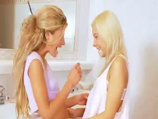 бебе, лесбийка, блондинка