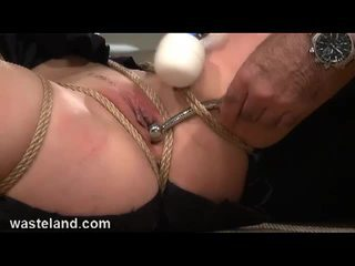 Brunette slave bounded og toyed