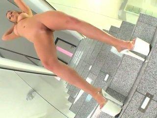 Damn sexy Sunny Diamond uses pussy beads
