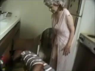 Mano močiutė su a juodas dude