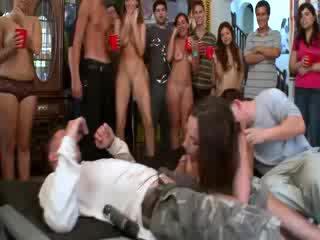 Jada stevens enjoying two 学生 cocks アット 大学 パーティー
