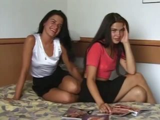 Ekte og hot twin sisters got naken