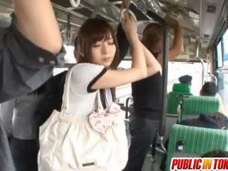Yuu asakura med en kuk på den tåg