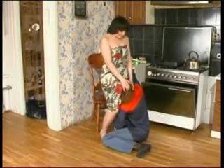 Warga rusia ibu dan yang muda plumber