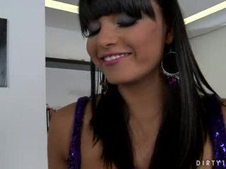 Krūtainas lezbo sasha cane varētu nav gaidīt jebkurš longer līdz nokļūt viņai ķermenis licked visi vairāk