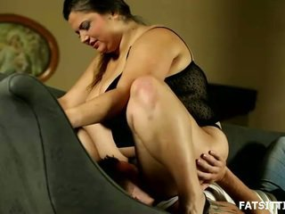 Great And Sensuous Leny Facesits Her Obedient Serf