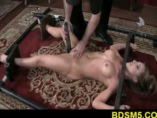 大きい 乳首 ブロンド athena strapped と 脚 tied
