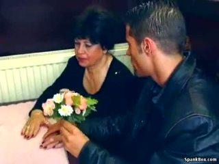 סקסי סבתא gets מזוין ב restaurant
